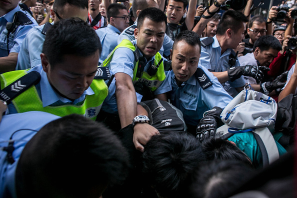 Chris McGrath「Police Continue Efforts To Clear Hong Kong Protest Sites」:写真・画像(6)[壁紙.com]