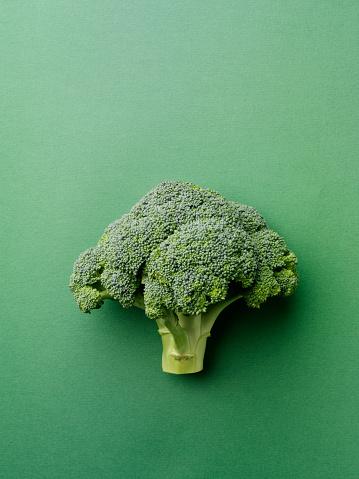 Broccoli「Broccoli on a Green Background」:スマホ壁紙(13)