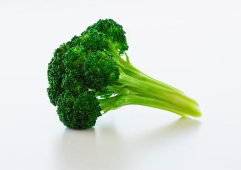 Broccoli「Broccoli on white background, studio shot」:スマホ壁紙(19)