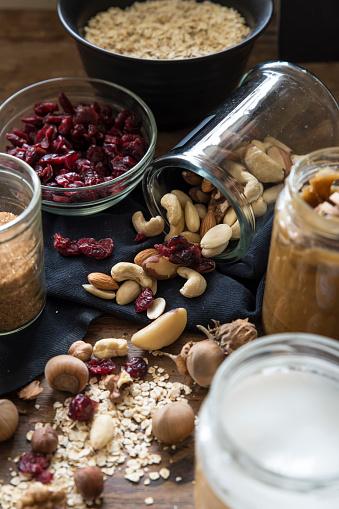 Granola「Nuts, oats, dried fruit and honey」:スマホ壁紙(2)