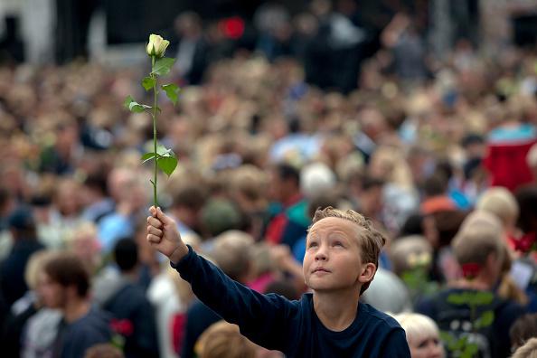 薔薇「Vigil Held After Twin Attacks By Lone Extremist 」:写真・画像(1)[壁紙.com]
