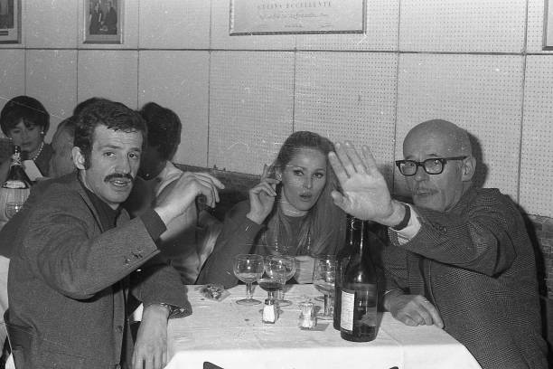 Film actress Ursula Andress and French actor Jean-Paul Belmondo (left) with a friend at the restaurant , Rome 1966:ニュース(壁紙.com)