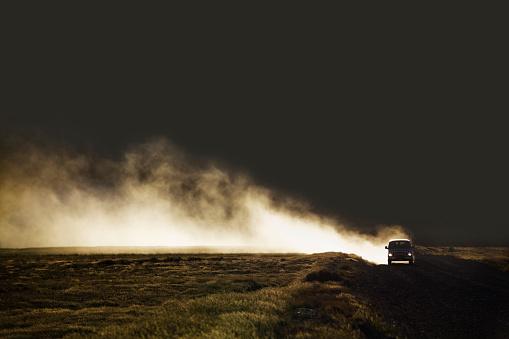 Back Lit「Van on dirt road creating dust」:スマホ壁紙(4)
