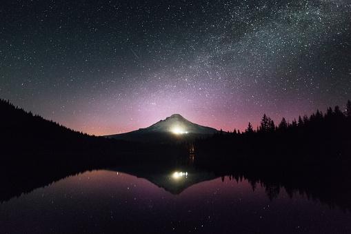 星空「フッド山の中の湖のオレゴン」:スマホ壁紙(12)