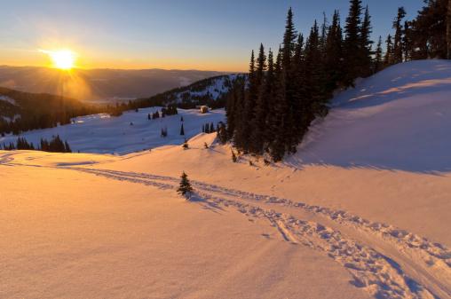 スキー「美しい山の夕日にスキーお肌のトラック」:スマホ壁紙(8)