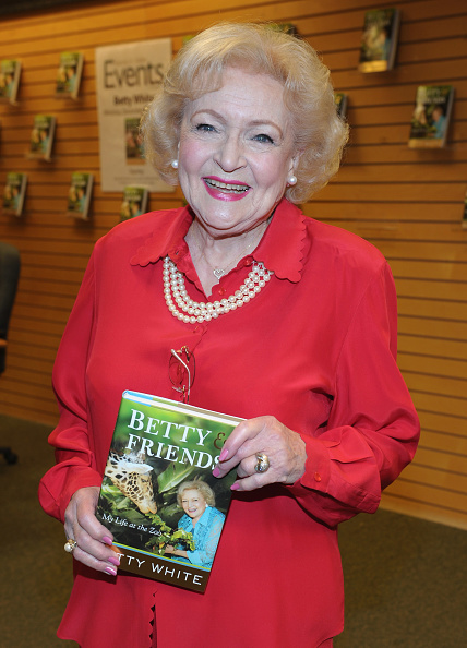 """Signing Event「Betty White """"Betty & Friends: My Life At The Zoo""""」:写真・画像(11)[壁紙.com]"""