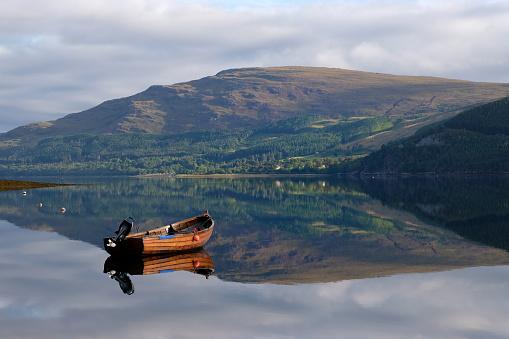 Nautical Vessel「Boat on Loch Broom」:スマホ壁紙(7)