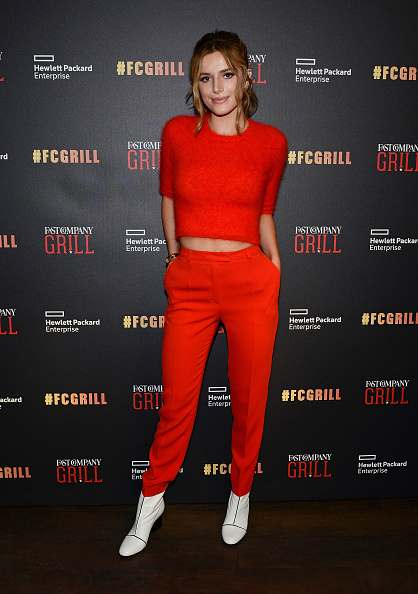 セーター「The Fast Company Grill in Austin: Bella Thorne, Kian Lawley, Keegan-Michael Kay, Gillian Jacobs」:写真・画像(17)[壁紙.com]