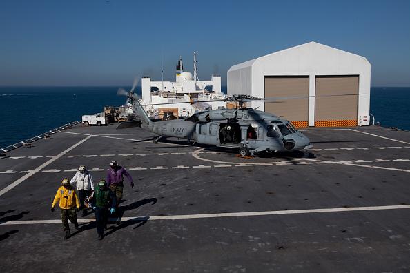Ship「Hospital Ship USNS Comfort Treats Victims Of Earthquake In Haiti」:写真・画像(7)[壁紙.com]