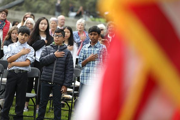 ヒューマンインタレスト「Naturalization Ceremony Held For 25 Children And Their Parents In San Francisco」:写真・画像(13)[壁紙.com]