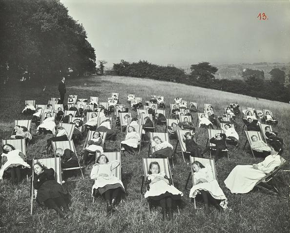 Grass「Children Resting In Deck Chairs, Shrewsbury House Open Air School, London, 1908. Artist: Unknown.」:写真・画像(5)[壁紙.com]