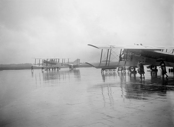 Construction Material「Handley Page W10, Croydon Aerodrome, 25 April 1931」:写真・画像(9)[壁紙.com]