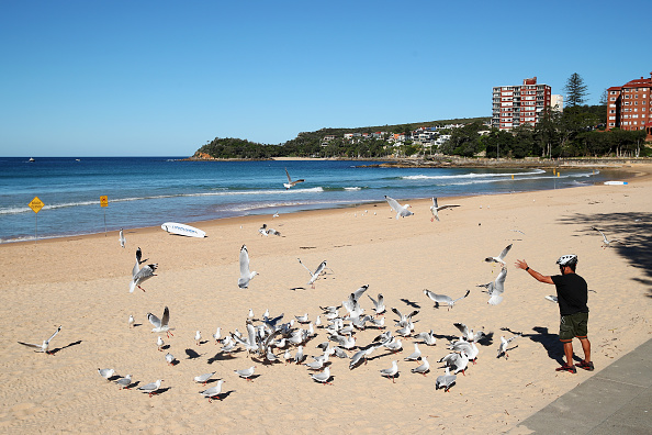 Sydney「Manly Beach Closed After Crowds Gathered Despite Social Distancing Rules」:写真・画像(4)[壁紙.com]