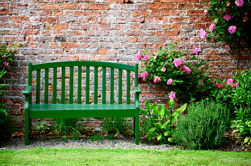 Park Bench「Green Park Bench Against Brick Wall Surrounded by Pink Roses and Plants」:スマホ壁紙(8)