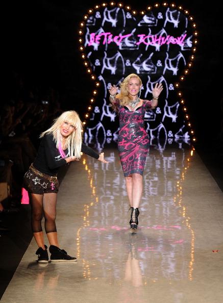 Spring Collection「Betsey Johnson - Runway - Spring 2012 Mercedes-Benz Fashion Week」:写真・画像(14)[壁紙.com]
