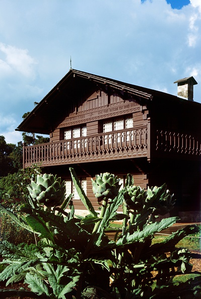 Chalet「Swiss cottage at Osborne House, East Cowes, Isle of Wight, c2000s(?)」:写真・画像(17)[壁紙.com]