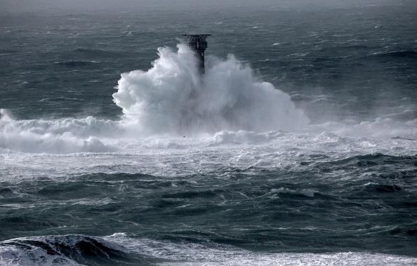 波「Storms And Strong Winds Batter UK Coastal Areas」:写真・画像(17)[壁紙.com]