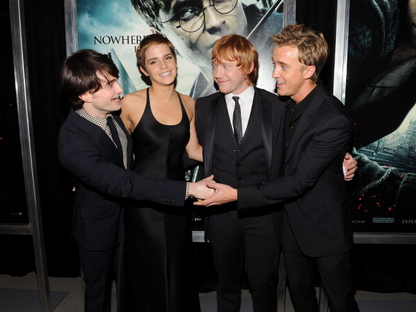 エマ・ワトソン「'Harry Potter And The Deathly Hallows: Part 1' New York Premiere - Inside Arrivals」:写真・画像(11)[壁紙.com]