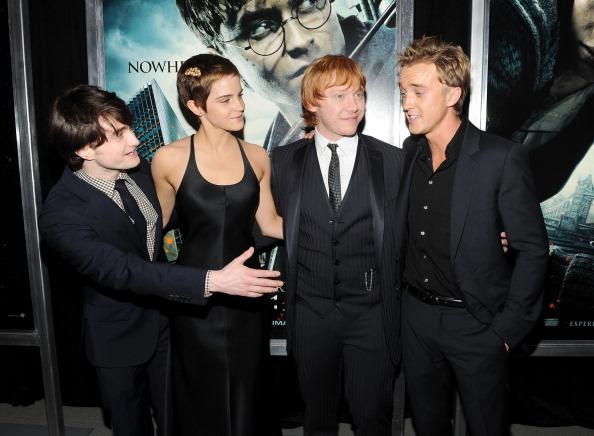 エマ・ワトソン「'Harry Potter And The Deathly Hallows: Part 1' New York Premiere - Inside Arrivals」:写真・画像(16)[壁紙.com]