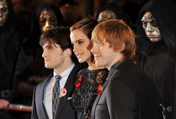 エマ・ワトソン「Harry Potter And The Deathly Hallows: Part 1 - World Film Premiere Arrivals」:写真・画像(17)[壁紙.com]