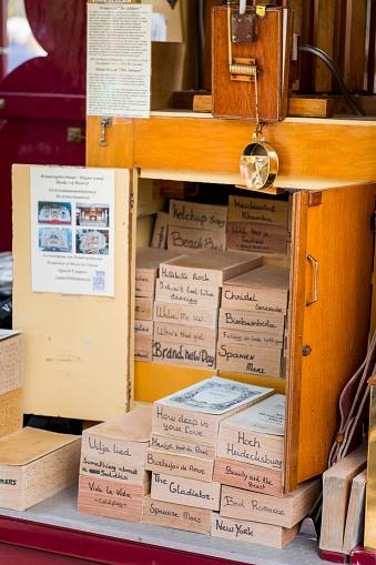 Keukenhof Gardens「Dutch street organ car music books」:スマホ壁紙(6)