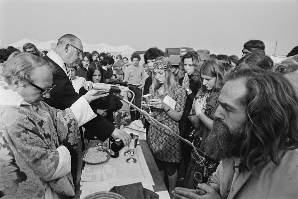 William Lovelace「Holy Communion at The 1970 Isle of Wight Festival」:写真・画像(7)[壁紙.com]