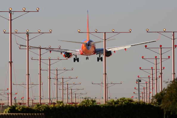 LAX Airport「Car Travel Is Up, Air Travel Down As Americans Depart For Thanksgiving Weekend」:写真・画像(7)[壁紙.com]