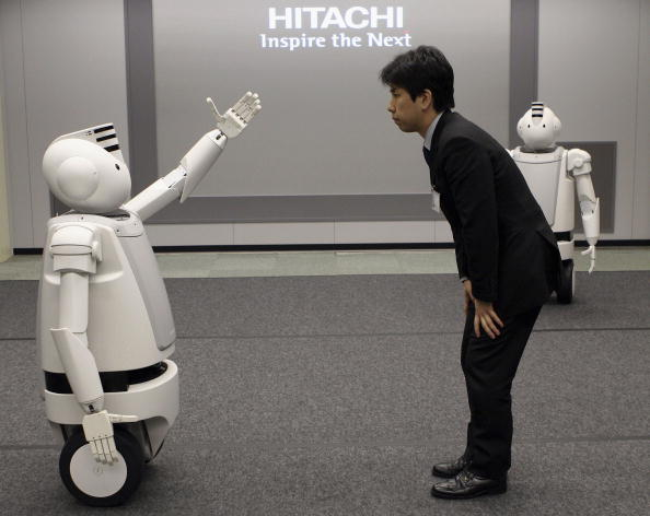 Men「Japanese Electronics Conglomerate Hitachis New Humaniod Robot 'Emiew'」:写真・画像(2)[壁紙.com]