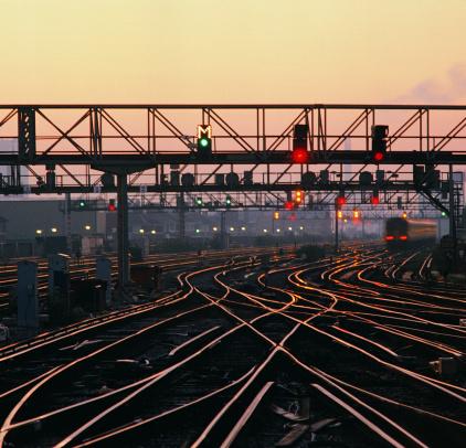 Monorail「Rails and signals at dusk」:スマホ壁紙(13)