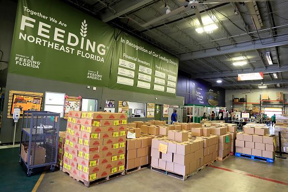 Sam Greenwood「Feeding Northeast Florida Delivers Meals To Senior Care Facilities In Jacksonville」:写真・画像(18)[壁紙.com]