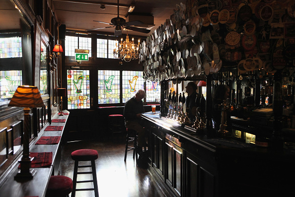 Pint Glass「The Harp In Covent Garden Is Named CAMRA Pub of the Year 2011」:写真・画像(8)[壁紙.com]