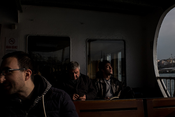 Ferry「Life In Turkey Ahead Of April's Constitutional Referendum」:写真・画像(13)[壁紙.com]