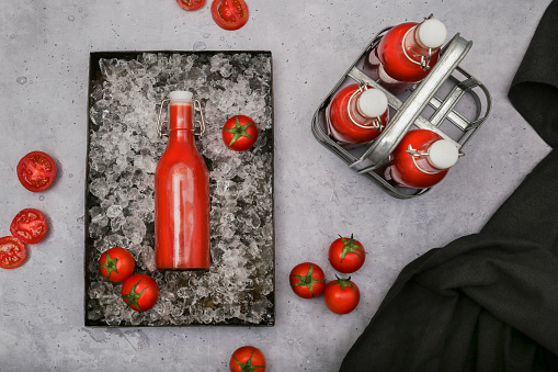 Vegetable Juice「Ice-cooled homemade tomato juice in swing top bottle」:スマホ壁紙(11)
