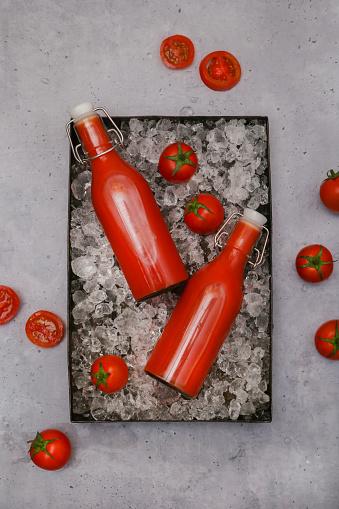 Vegetable Juice「Ice-cooled homemade tomato juice in swing top bottles」:スマホ壁紙(13)