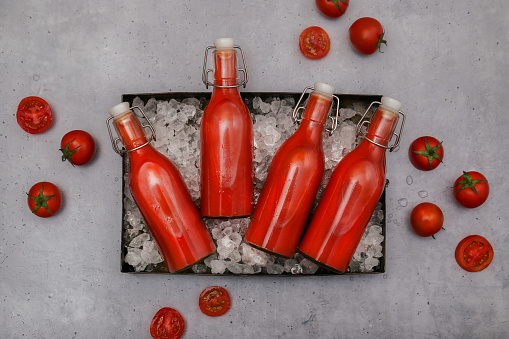 Vegetable Juice「Ice-cooled homemade tomato juice in swing top bottles」:スマホ壁紙(18)