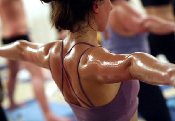 Yoga「Students Practice The Unique Bikram Yoga」:写真・画像(7)[壁紙.com]