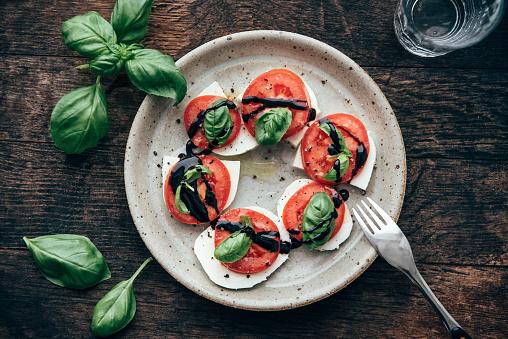 Salad「Caprese salad with San Marzano tomato and Buffalo Mozzarella and basil leaves」:スマホ壁紙(1)