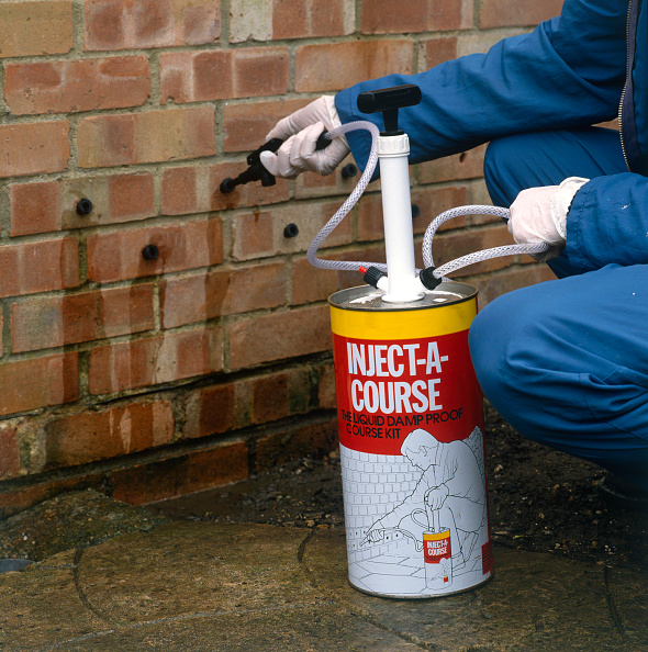 Brick Wall「Penetrating damp course applied to an external wall」:写真・画像(2)[壁紙.com]