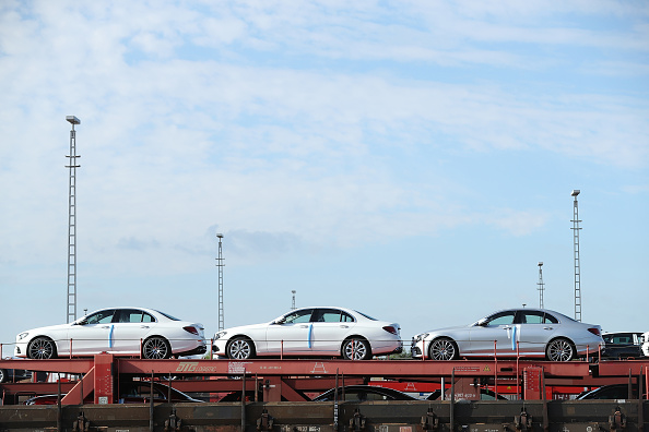 乗り物・交通「Daimler AG Accused Of Large Scale Emissions Cheating」:写真・画像(4)[壁紙.com]