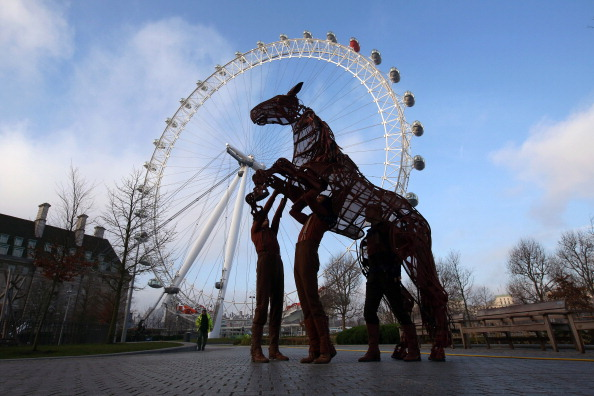 Amusement Park Ride「War Horse Celebrates its 2000th West End Theatre Performance」:写真・画像(17)[壁紙.com]