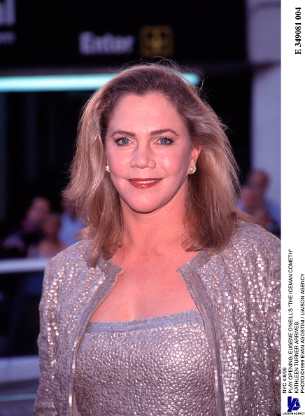Evan Turner「Play Opening; Eugene O'Neill's The Iceman Cometh Kathleen Turner Arrives」:写真・画像(18)[壁紙.com]
