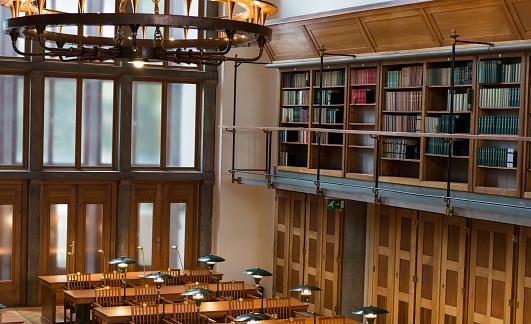 Manuscript「Reading Room In A Public Library」:スマホ壁紙(9)