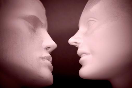 Kissing「Man and women mannequins」:スマホ壁紙(11)