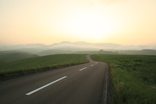 Japan「Road at dusk, Hokkaido Prefecture, Japan」:スマホ壁紙(17)