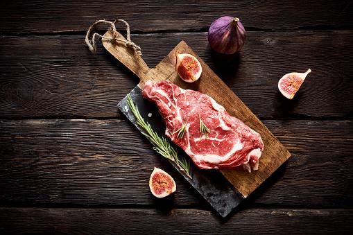 Lamb - Meat「Raw steak on cutting board ready to cook」:スマホ壁紙(16)