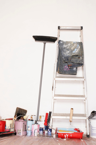 箒「Stepladder and decorating equipment against wall」:スマホ壁紙(1)