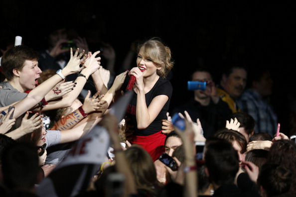 Fan - Enthusiast「Taylor Swift's RED Tour - Berlin, Germany」:写真・画像(17)[壁紙.com]