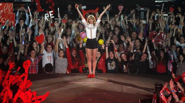 Fan - Enthusiast「Taylor Swift's RED Tour - Berlin, Germany」:写真・画像(15)[壁紙.com]