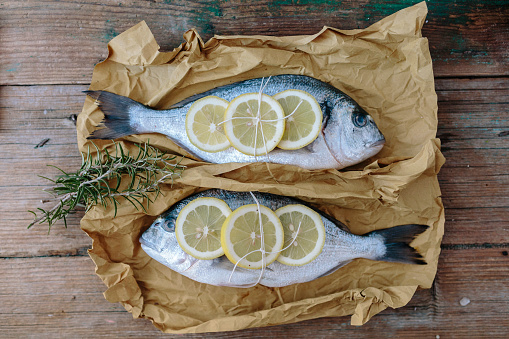 Sea Bream「Two Sea Bream on a baking paper with lemon and rosemary」:スマホ壁紙(19)