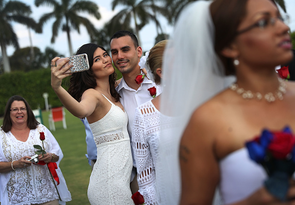 West Palm Beach「Mass Wedding Ceremony Held For 40 Couples In West Palm Beach」:写真・画像(11)[壁紙.com]